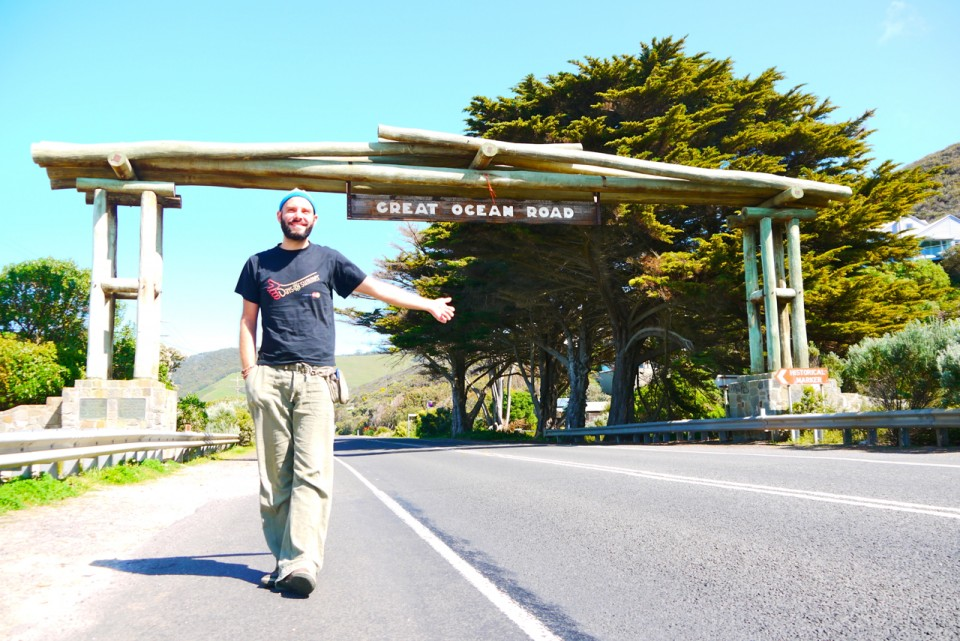 01 hitchhiking Great Ocean Road