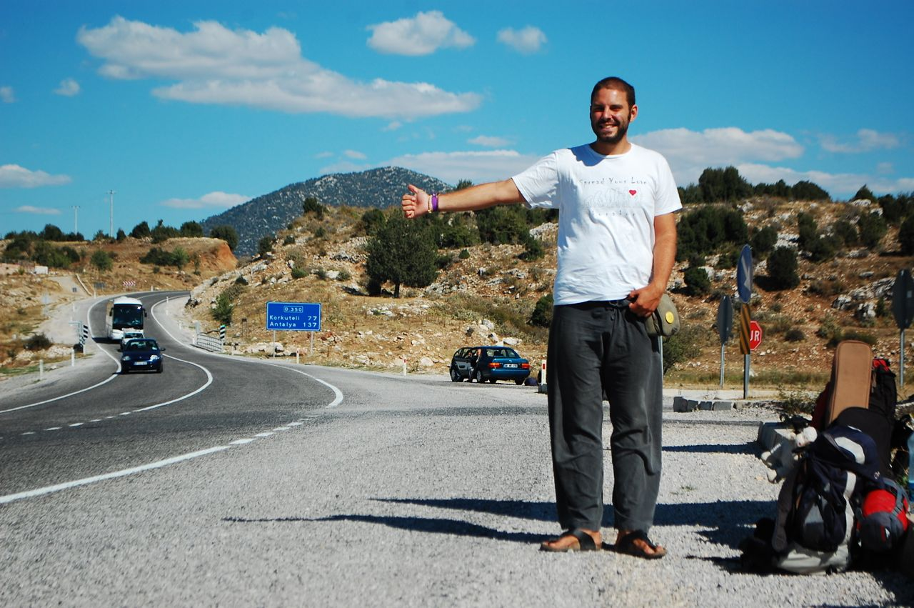 Hitchhikers By Side Of Road >> HITCHHIKING GUIDE - Tomislav Perko